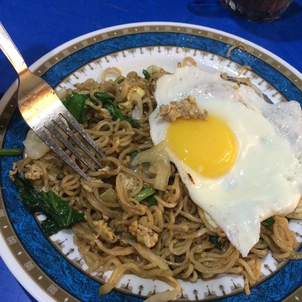 Photo taken at Restoran Al-Naz Maju by Gula-gula H. on 10/1/2014