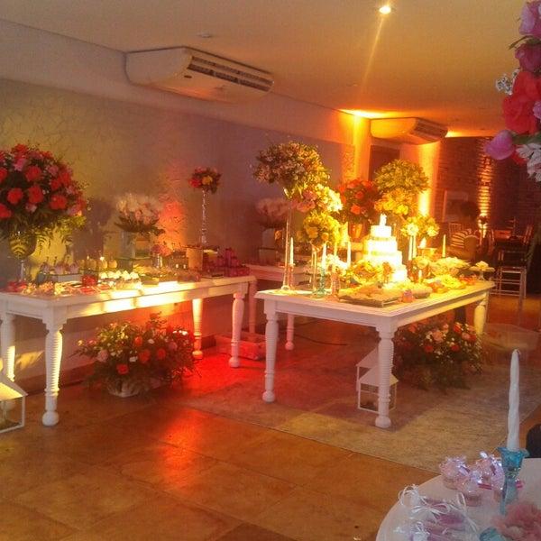 Foto tirada no(a) Limone Restaurante e Café por Leilane M. em 8/10/2014