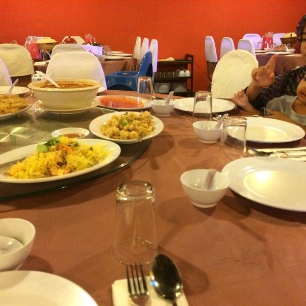 Photo taken at Horizon Garden Restaurant by Najiha A. on 7/15/2015