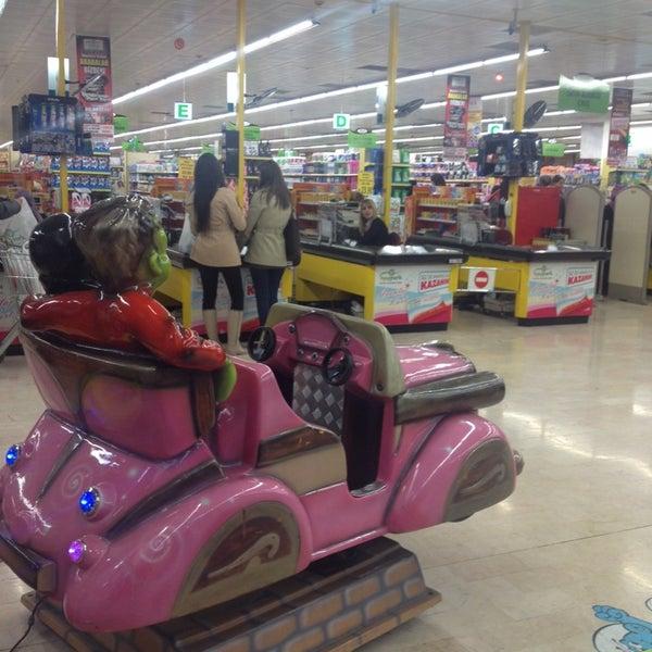 11/6/2013 tarihinde Rıdvan M.ziyaretçi tarafından Iyaş Market'de çekilen fotoğraf