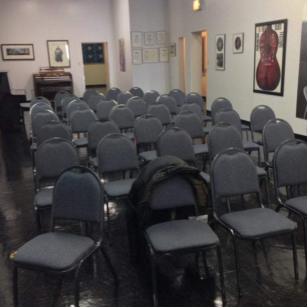 Photo taken at Willie Dixon's Blues Heaven Foundation, Historic Site of Chess Records by Judd on 2/18/2014