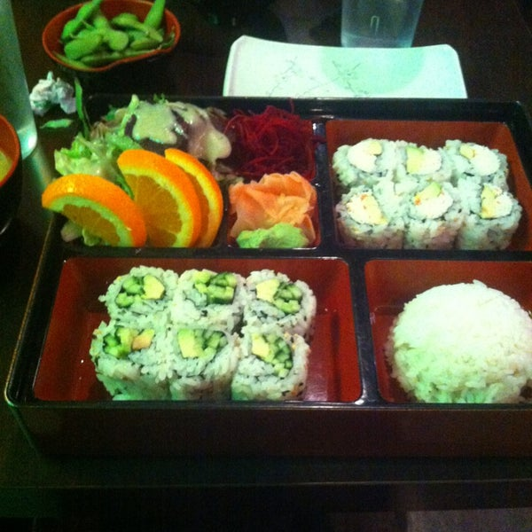 Photo prise au Rock & Roll Japanese Cuisine par Jasmin V. le2/19/2013