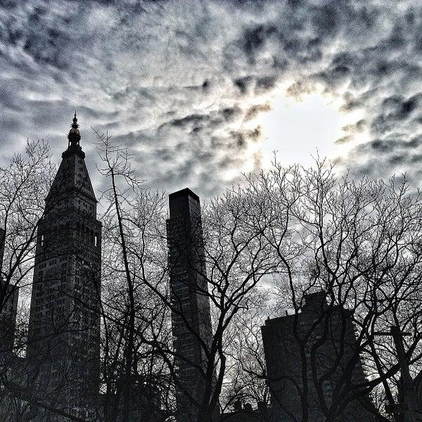 Foto diambil di Madison Square Park oleh Daguito R. pada 2/15/2013