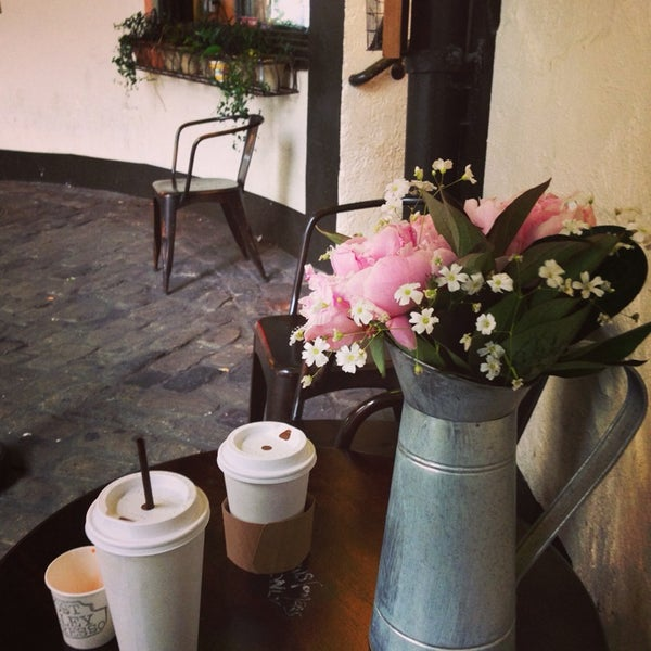 Photo taken at Ghost Alley Espresso by Nija K. on 6/20/2014