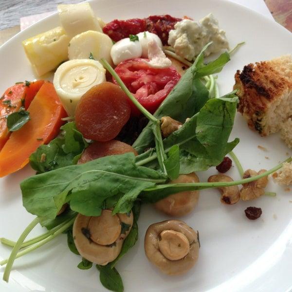 Foto tirada no(a) Anamá Restaurante por Beia C. em 6/5/2013