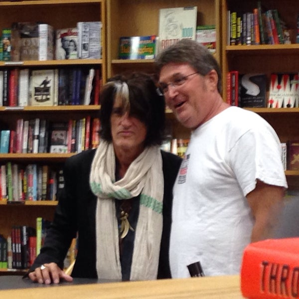 Photo taken at Changing Hands Bookstore by Cheearra E. on 10/19/2014