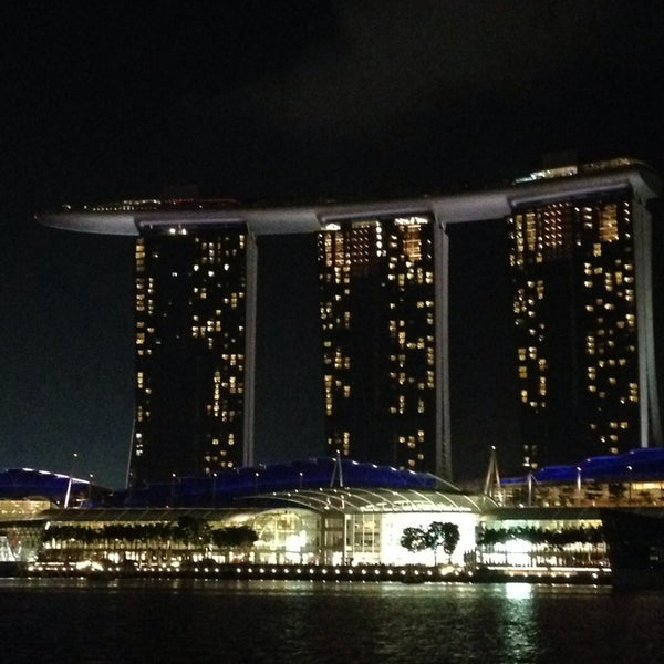 Photo taken at Marina Bay Sands Casino by Hugo Esc R on 1/3/2014