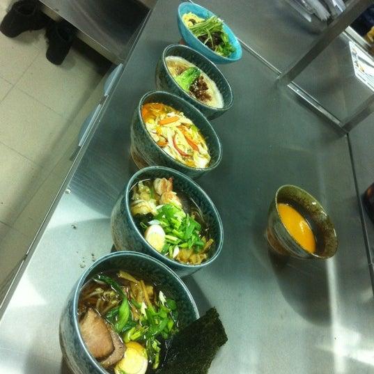 Снимок сделан в Makoto пользователем Dennis L. 11/19/2012