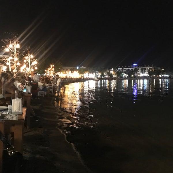Das Foto wurde bei Kekik Restaurant von Ayşe A. am 8/19/2018 aufgenommen