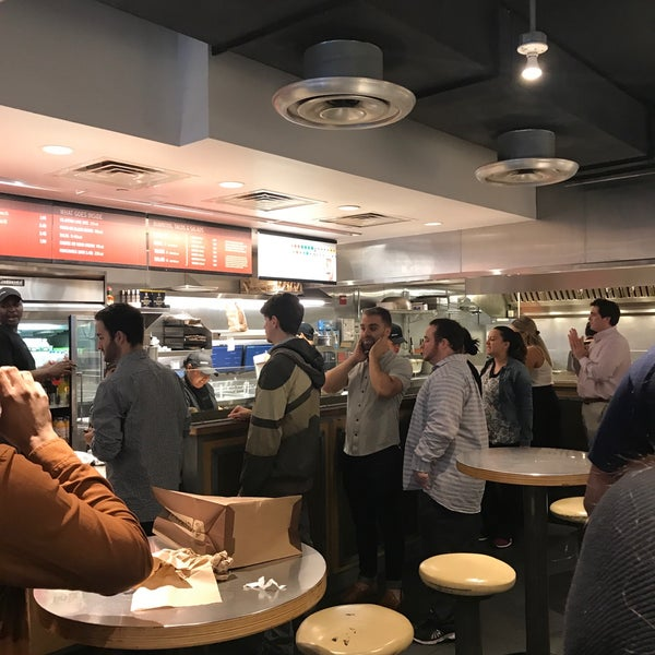 Photo taken at Chipotle Mexican Grill by Giovanni D. on 7/25/2017