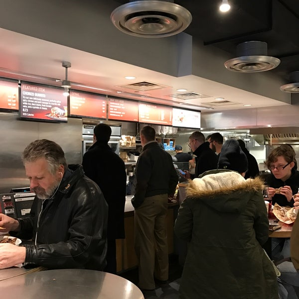 Photo taken at Chipotle Mexican Grill by Giovanni D. on 12/27/2016