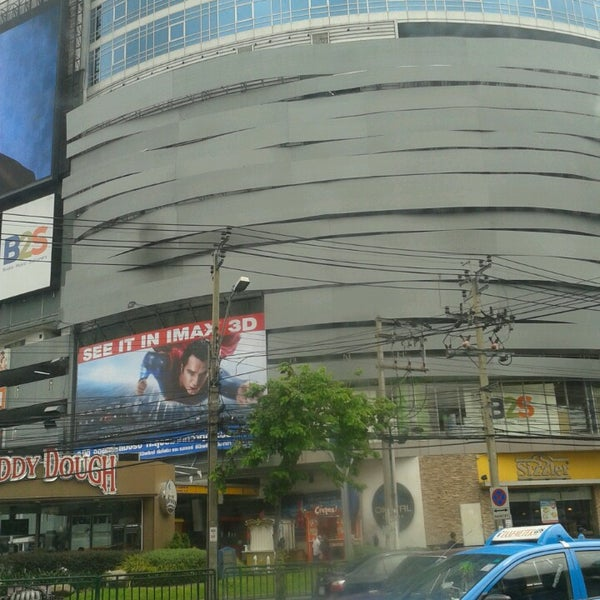 Photo taken at Major Cineplex Ratchayothin by ThiTa G. on 6/13/2013