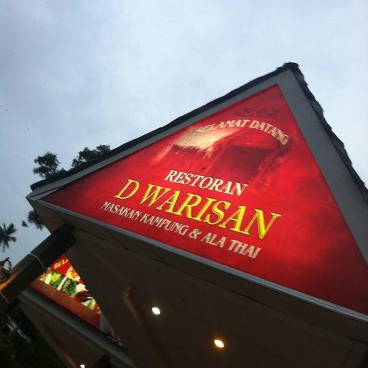Photo taken at Restoran D'Warisan by Hazim on 11/11/2012