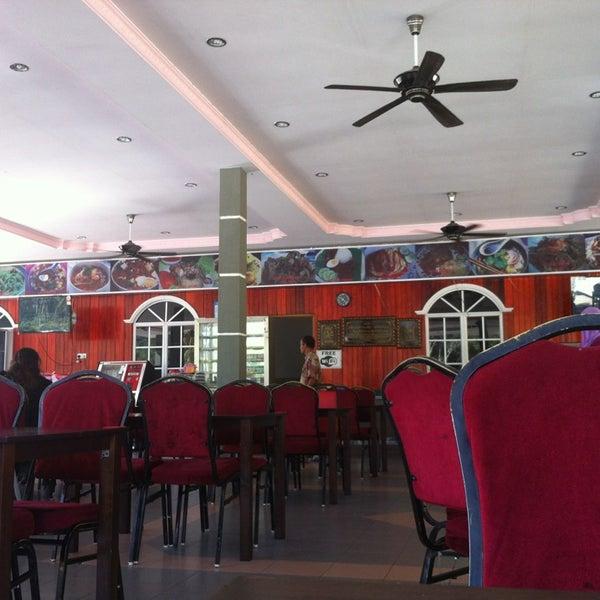 Photo taken at Restoran D'Warisan by Hazim on 2/21/2013