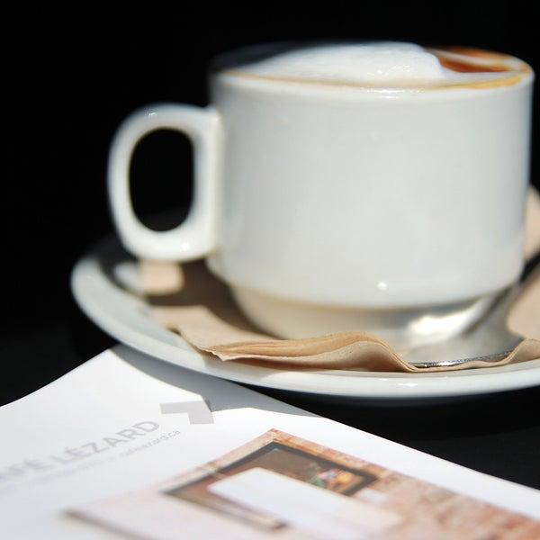 8/13/2013 tarihinde Café Lézardziyaretçi tarafından Café Lézard'de çekilen fotoğraf
