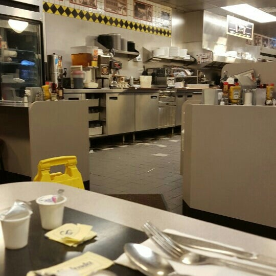 Photo taken at Waffle House by Otha B. on 10/9/2015