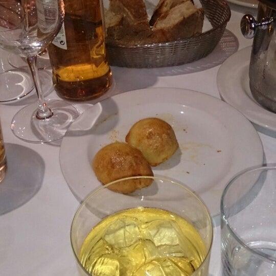 Foto tomada en Carlos Tartiere Restaurante Sidrería por Nicolás S. el 1/25/2014