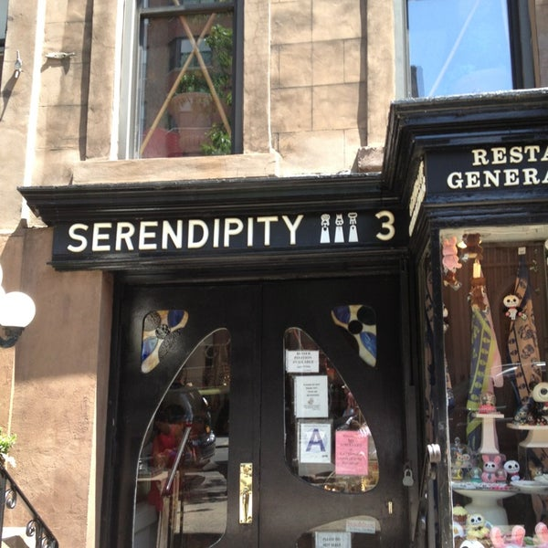 Photo taken at Serendipity 3 by Rod L. on 7/4/2013