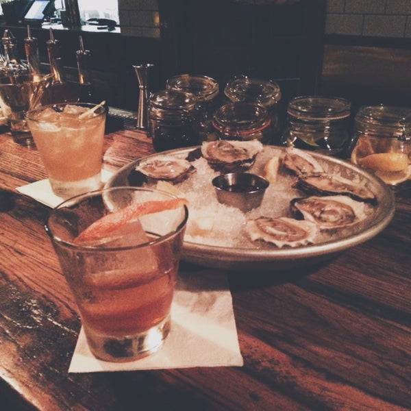 Happy hour 2 for 1 with some dollar oysters, this speakeasy is definitely the best one in UWS. Get the Old Fashioned.