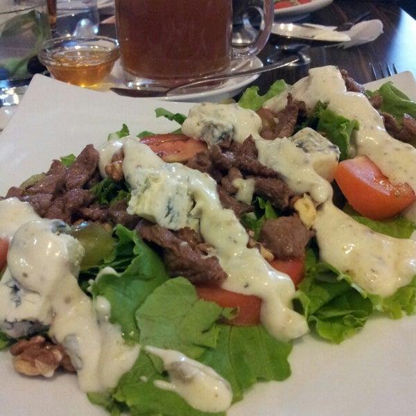 6/14/2013 tarihinde Natalya G.ziyaretçi tarafından Café Bon Apрétit'de çekilen fotoğraf