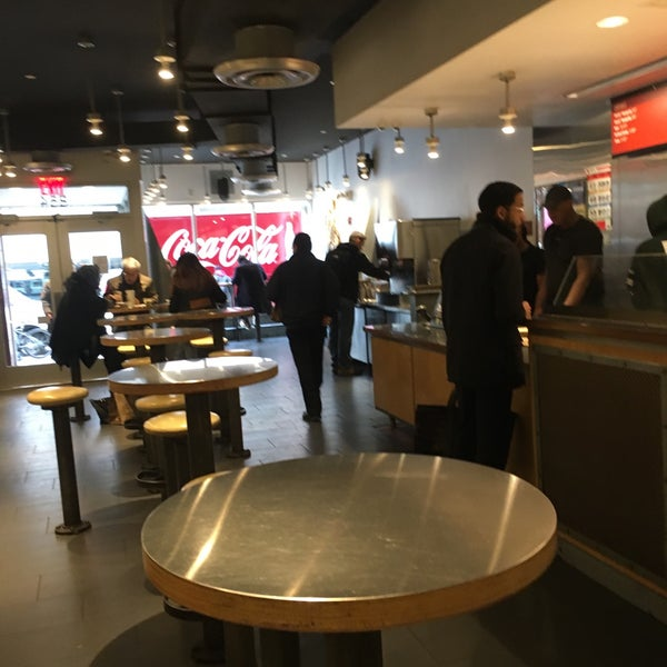 Photo taken at Chipotle Mexican Grill by Ian James R. on 2/21/2017