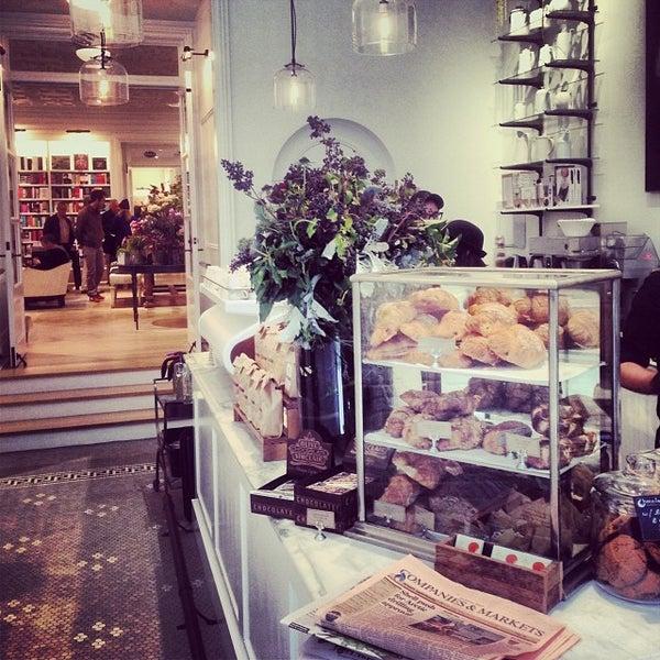 Foto scattata a Toby's Estate Coffee da Allan S. il 11/9/2013