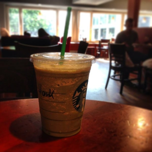 Photo taken at Starbucks by Henk Y. on 6/18/2013