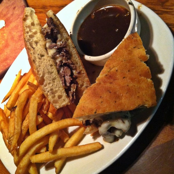 Photo taken at Outback Steakhouse by Lucas B. on 1/23/2013