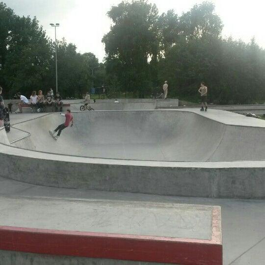 Das Foto wurde bei Скейт-парк «Садовники» von Марина Ч. am 7/1/2015 aufgenommen