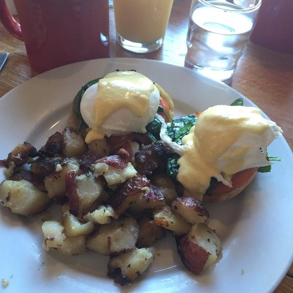 Photo taken at Gold Standard Cafe by Sarah K. on 1/31/2015