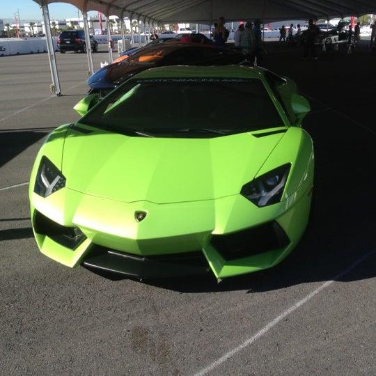 Foto tirada no(a) Exotics Racing por Joey C. em 10/29/2012