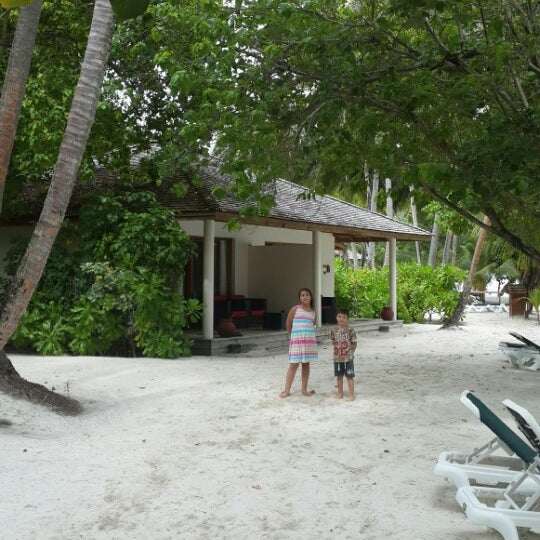 Photo taken at Vilamendhoo Island Resort & Spa by Züheyla B. on 9/21/2015