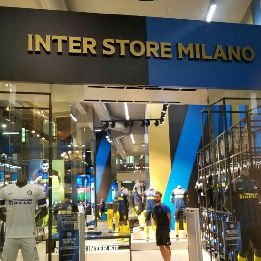 Фотографии на Inter Store Milan - Duomo - Galleria Passarella 2