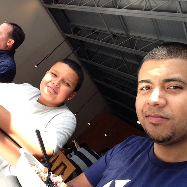 Photo taken at Chipotle Mexican Grill by Michael R. on 8/12/2013
