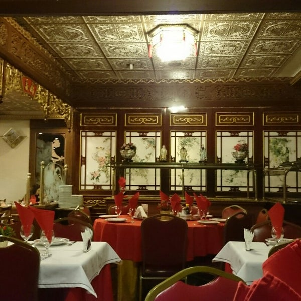 Снимок сделан в Golden Plaza Chinese Restaurant пользователем Celina Y. 11/22/2014