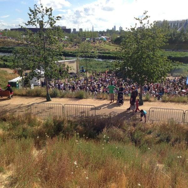7/28/2013 tarihinde Robertziyaretçi tarafından Queen Elizabeth Olympic Park'de çekilen fotoğraf