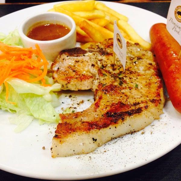 Photo taken at Santa Fé Steak by Anuchida_S N. on 9/19/2015