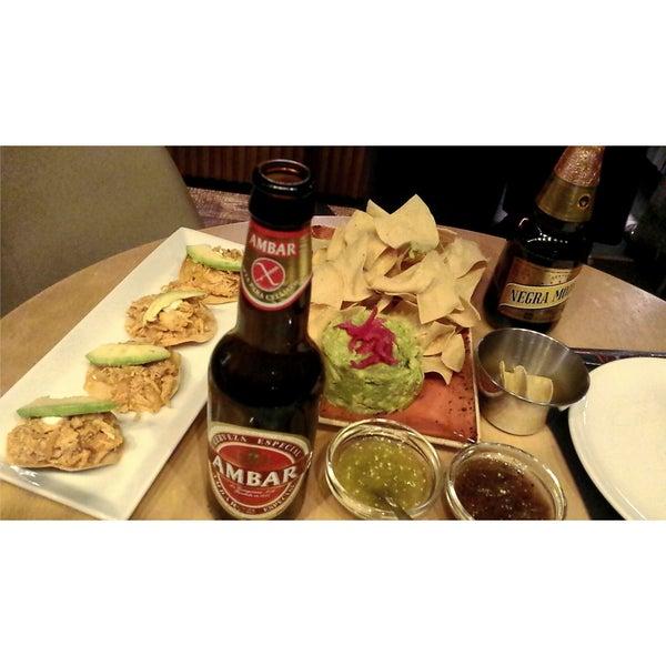 Cómo mexicana, creo que las tostadas de tinga son de lo mejor del lugar. Junto con cualquiera de las salsas.