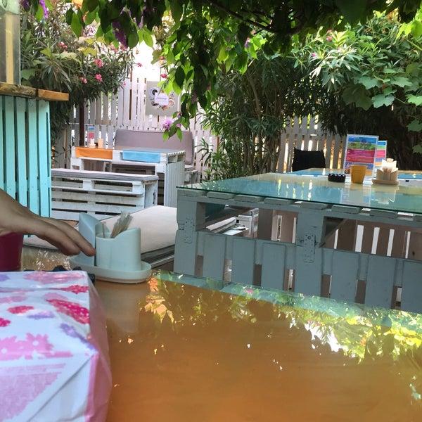 8/12/2017에 Hüseyin Ö.님이 Büyükada Bistro Candy Garden에서 찍은 사진