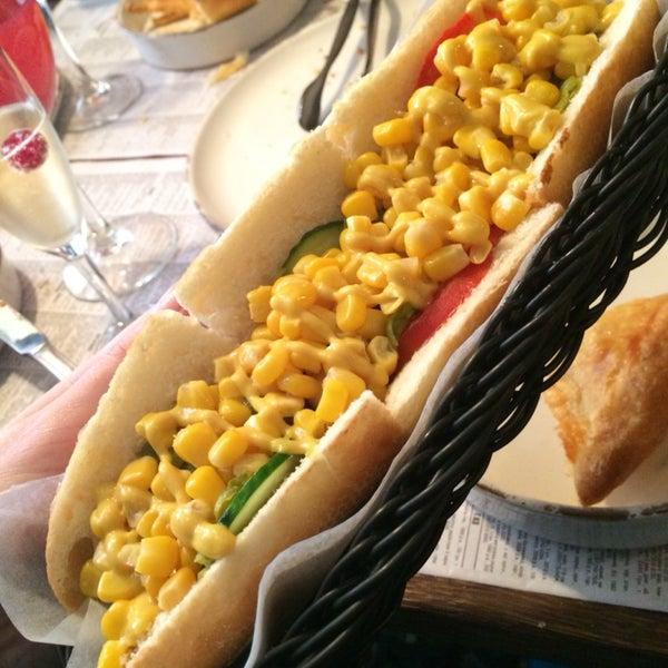 Шампанское и хот-дог ! Как же это звучит...! :)))))