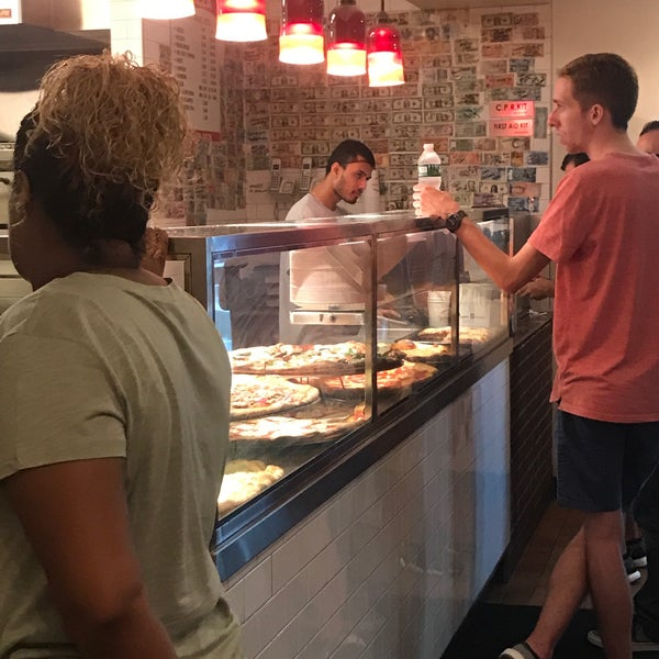 Foto tomada en Joe's Pizza por Erick C. el 7/5/2018