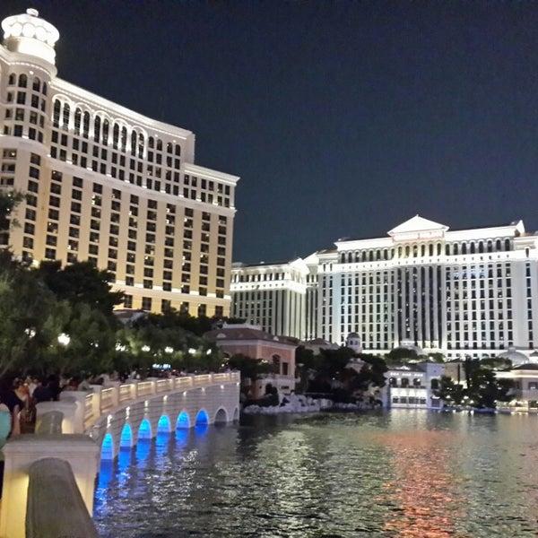 Photo prise au Bellagio Hotel & Casino par Muktak J. le8/10/2013
