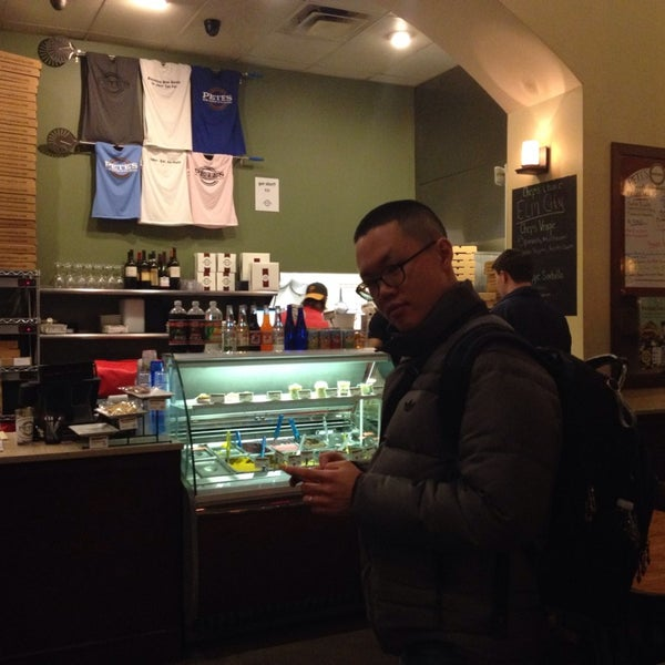 Photo taken at Pete's New Haven Style Apizza by Eunha 네. on 2/2/2014