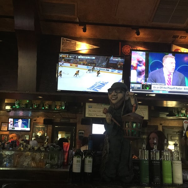 Photo taken at Finn McCool's Irish Sports Pub by Richard on 6/1/2017