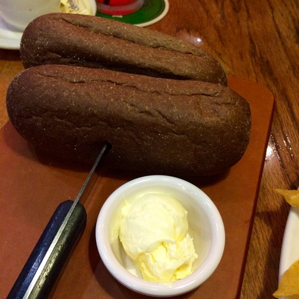 Photo taken at Outback Steakhouse by Mymy T. on 10/17/2015
