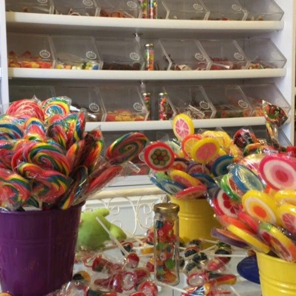 Foto diambil di Büyükada Şekercisi Candy Island oleh Büşra Ş. pada 7/28/2017