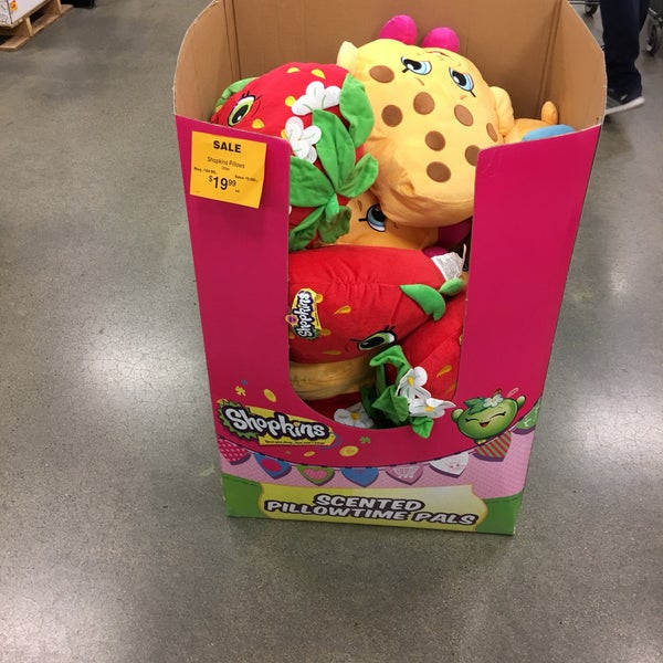 Photo taken at Fred Meyer by Matt B. on 11/13/2016