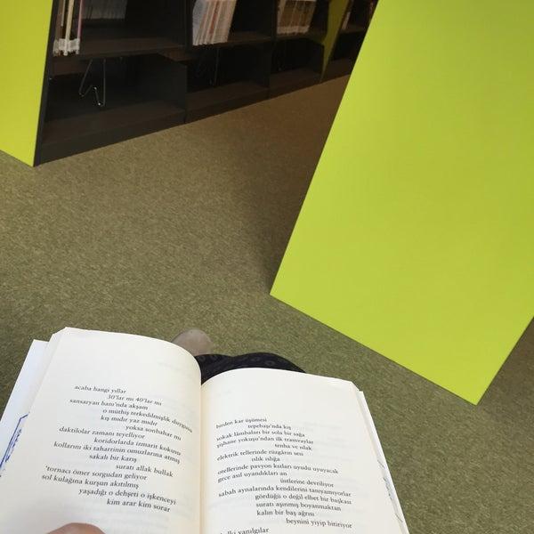 Photo taken at MEF Üniversitesi Kütüphanesi by Göks on 1/14/2016