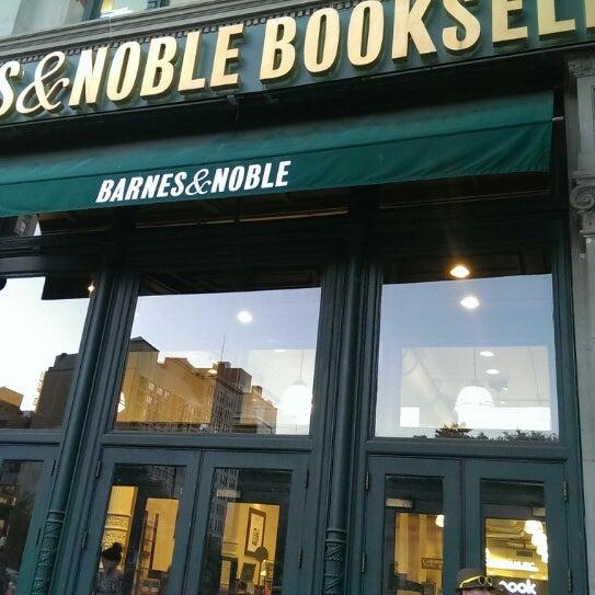 Foto tomada en Barnes & Noble por Gordon Z. el 7/30/2013