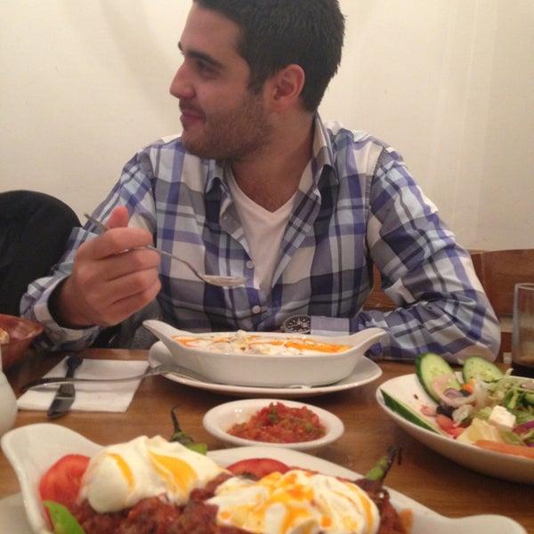 9/19/2013 tarihinde Başak Y.ziyaretçi tarafından Hala Restaurant'de çekilen fotoğraf